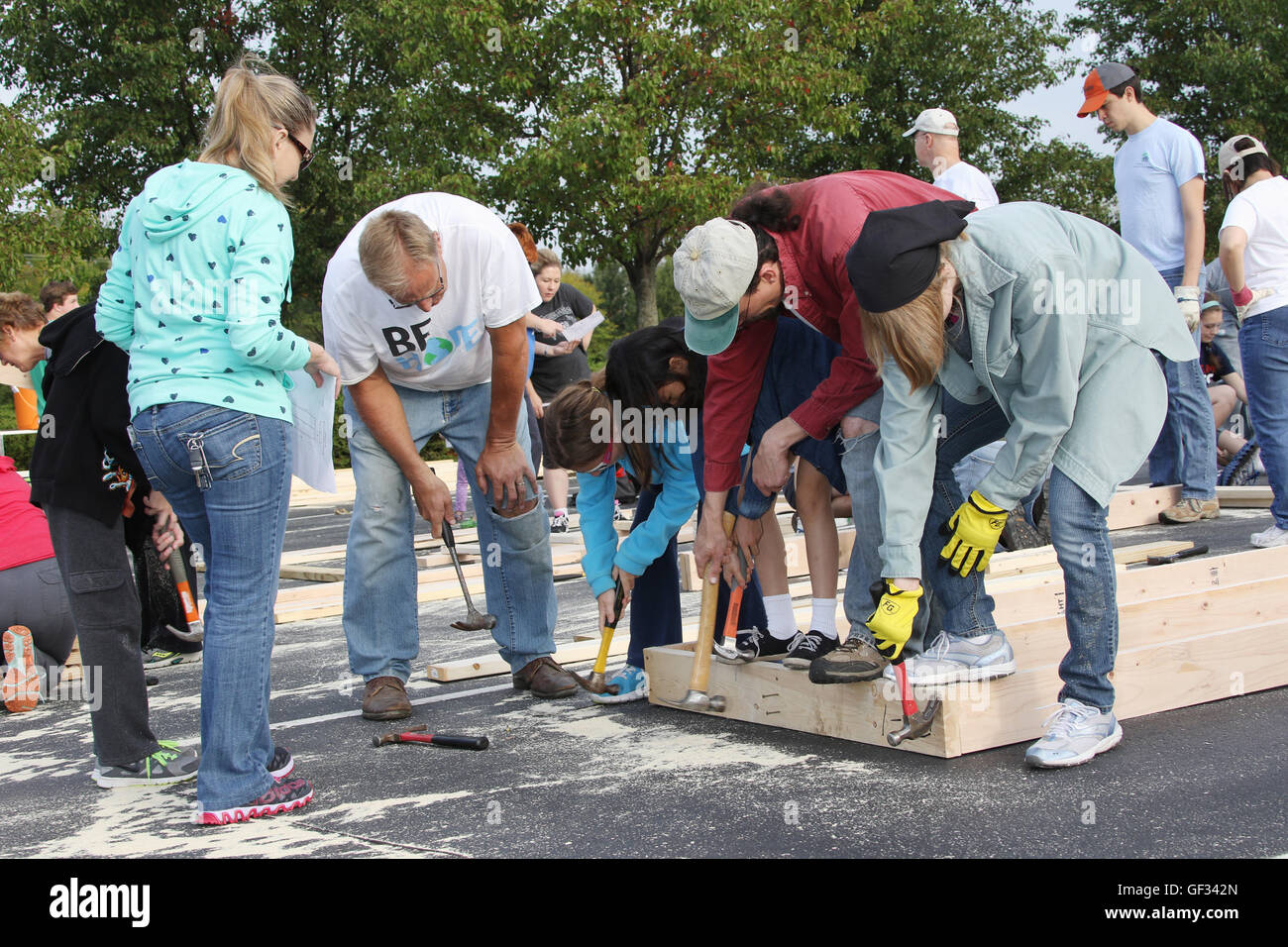 Volunteers building a wall. Habitat For Humanity parking lot build. Building house sections at Beavercreek Church - Stock Image