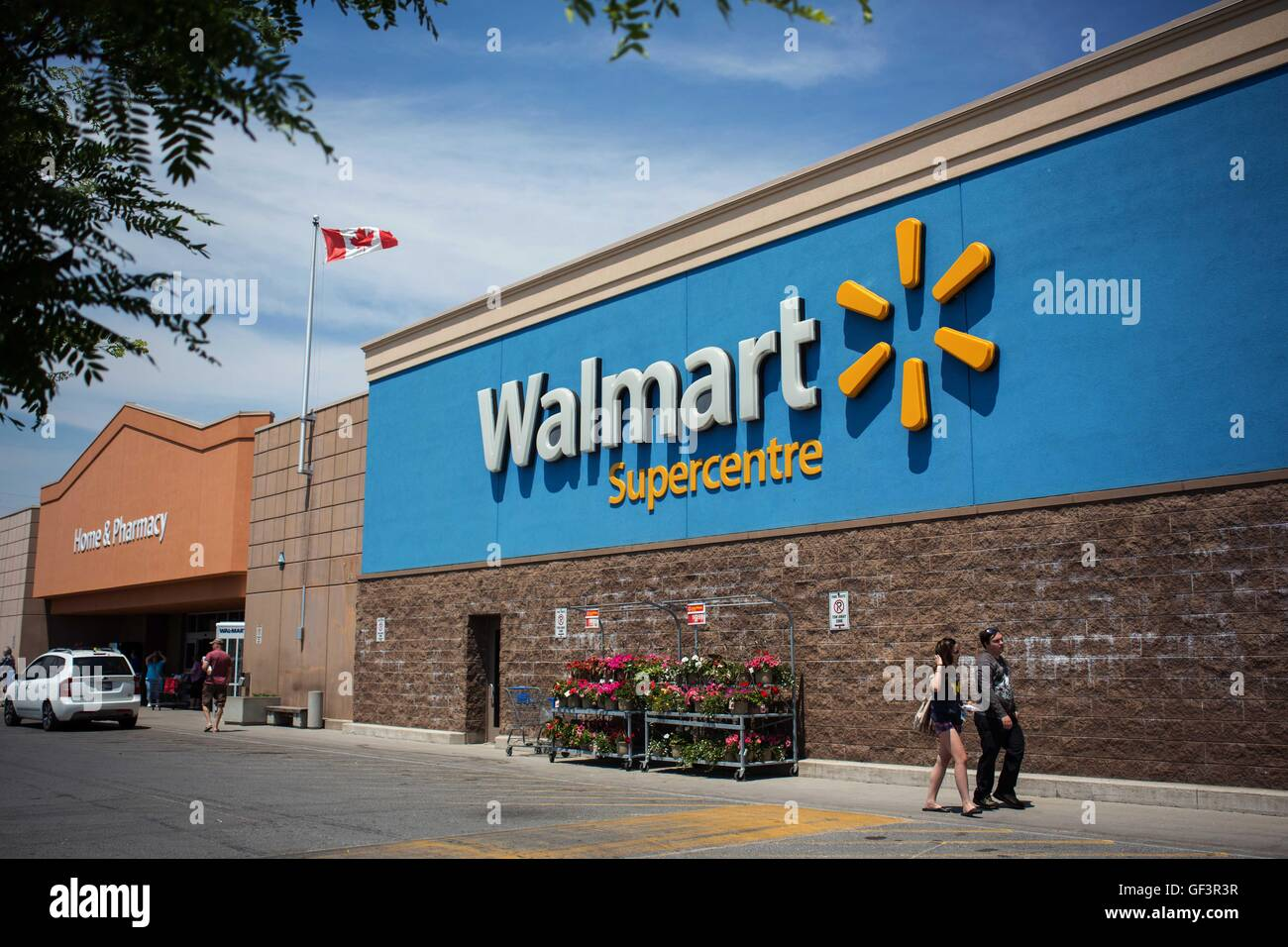 Walmart Canada Stock Photos & Walmart Canada Stock Images - Alamy