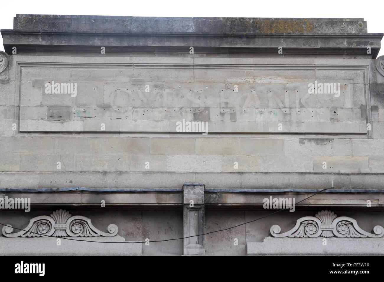 Wimbledon London, UK 28th July 2016. Lloyds bank signage of closed branch in Wimbledon High Street. Lloyds banking - Stock Image