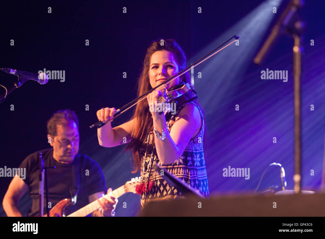 Sidmouth Folk Week, Sidmouth, Devon, 28th July 16 Jessie May Smart of electric-folk band Steeleye Span headline - Stock Image
