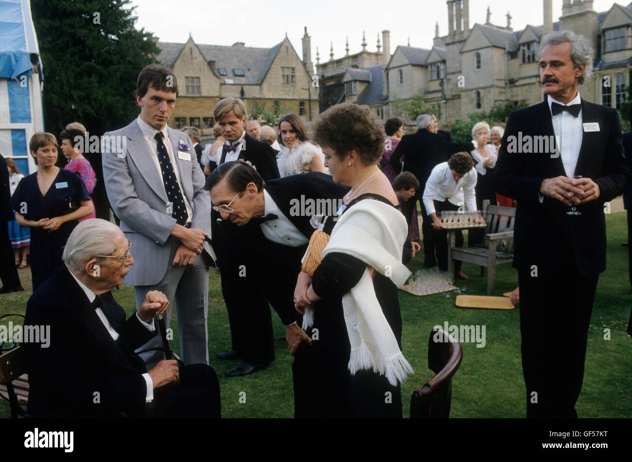 Harold Macmillan Ist 'Earl of Stockton'   Oxford university garden party HOMER SYKES - Stock Image