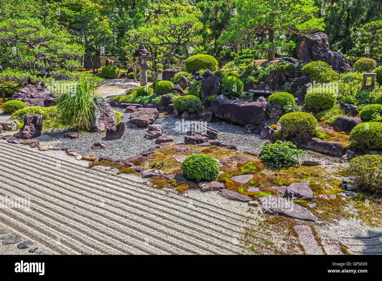 "Yukinoniwa Garden  - The garden of Myomanji named Yuki-no-niwa or ""snow garden"" was built by Matsunaga Teitoku. - Stock Image"