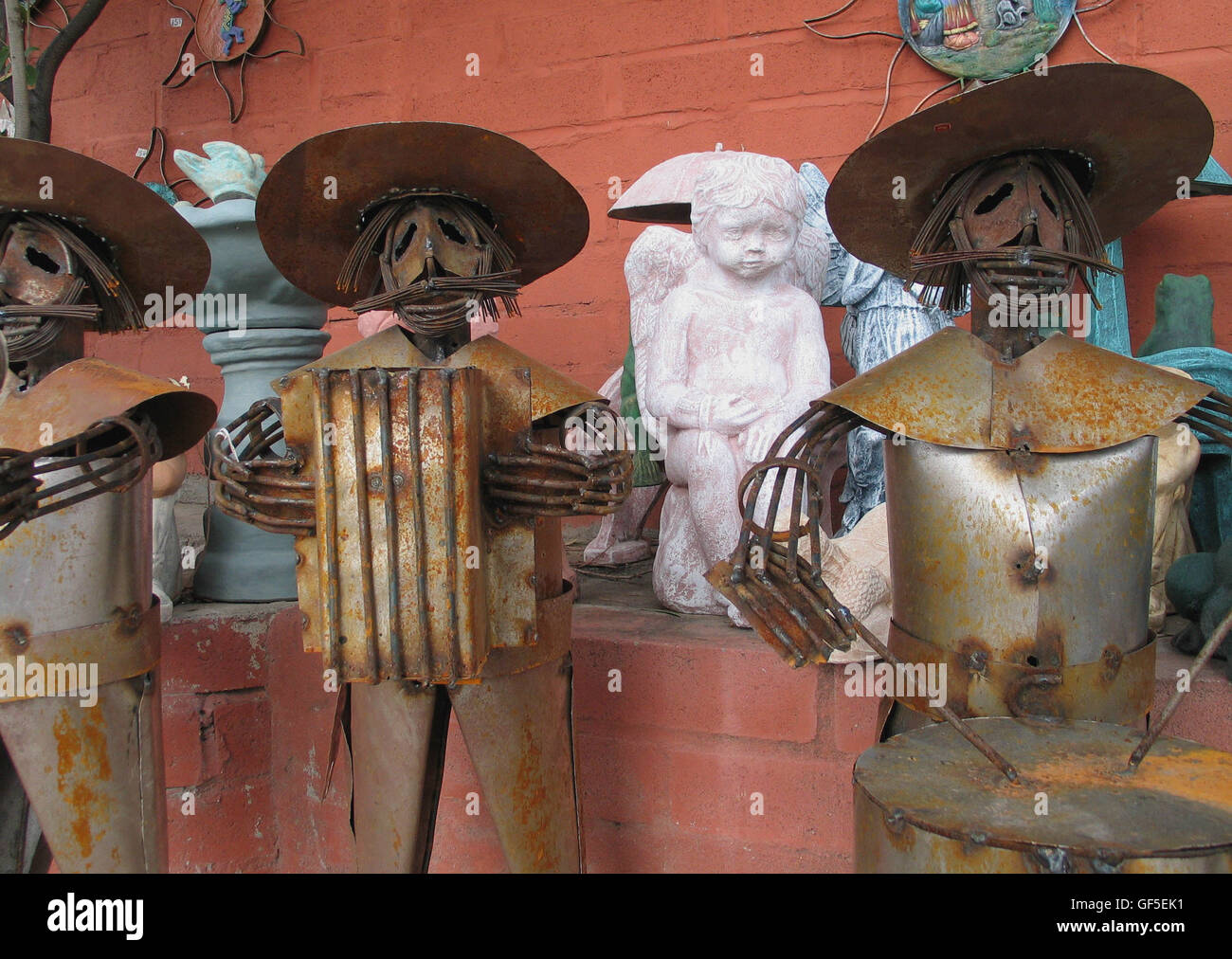 Metal and ceramic sculptures and works of art are displayed at an open market in Tucson, Arizona, USA. - Stock Image