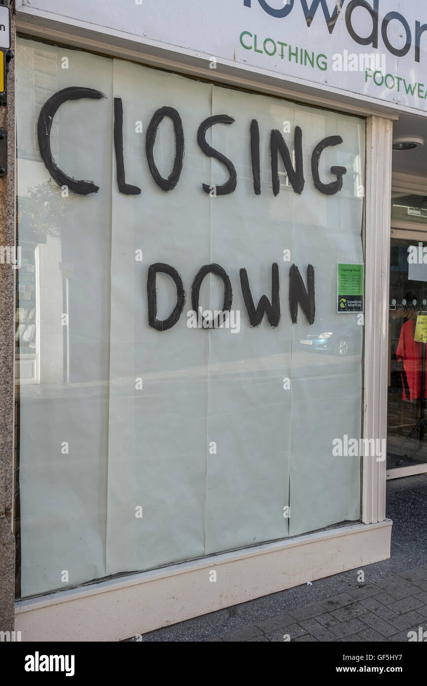 Shop Closing Down sign. Metaphor recession, economic slow-down, falling sales, retail and high street crisis casualties, Stock Photo