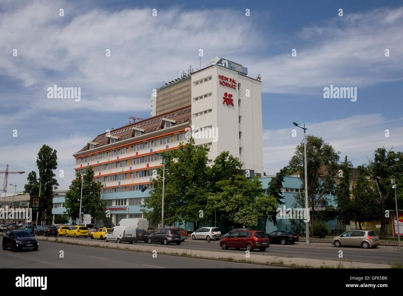 Heim Pal Korhaz apartment block on Ulloi Ut - Stock Image