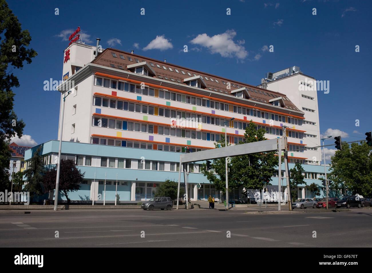 Hiem Pal Korhuz apartment block and Ulloi utca - Stock Image