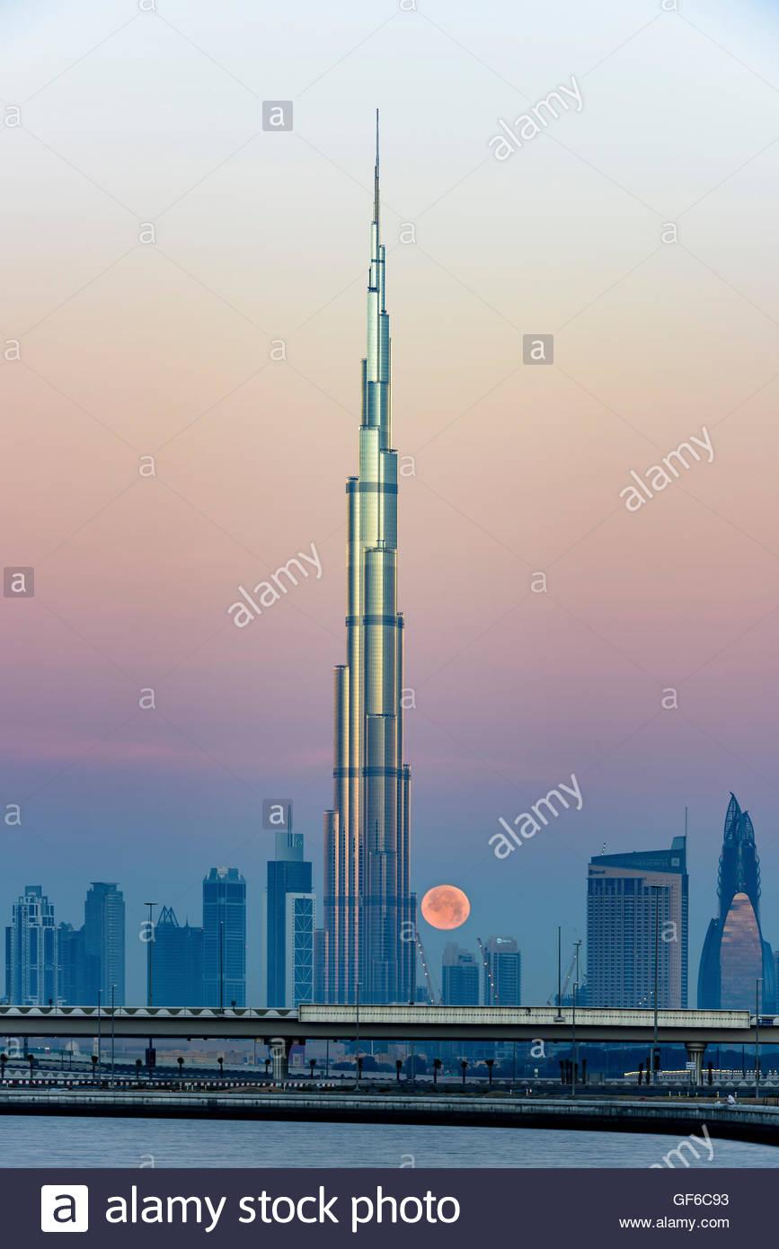 Burj Al Arab and full moon early morning - Stock Image
