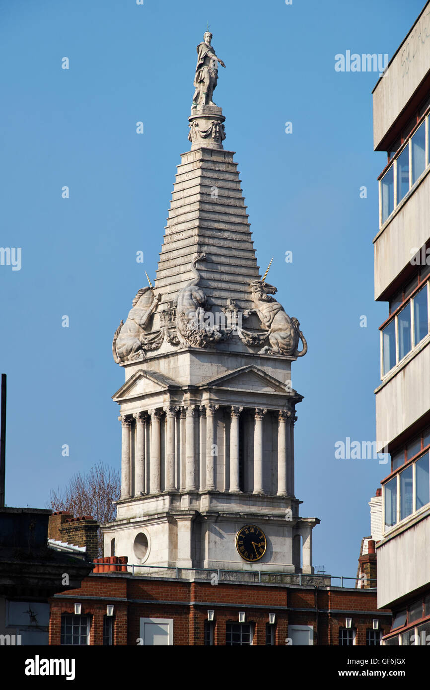 St George Bloomsbury, steeple with statue of George I dressed as a Roman emperor; by Nicholas Hawksmoor, consecrated - Stock Image