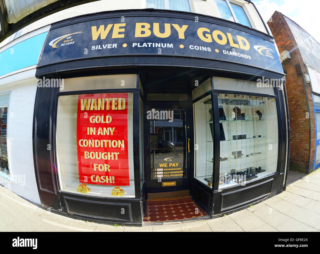 gold wanted sign in shop buying gold, silver, platinum, diamonds yorkshire united kingdom - Stock Image