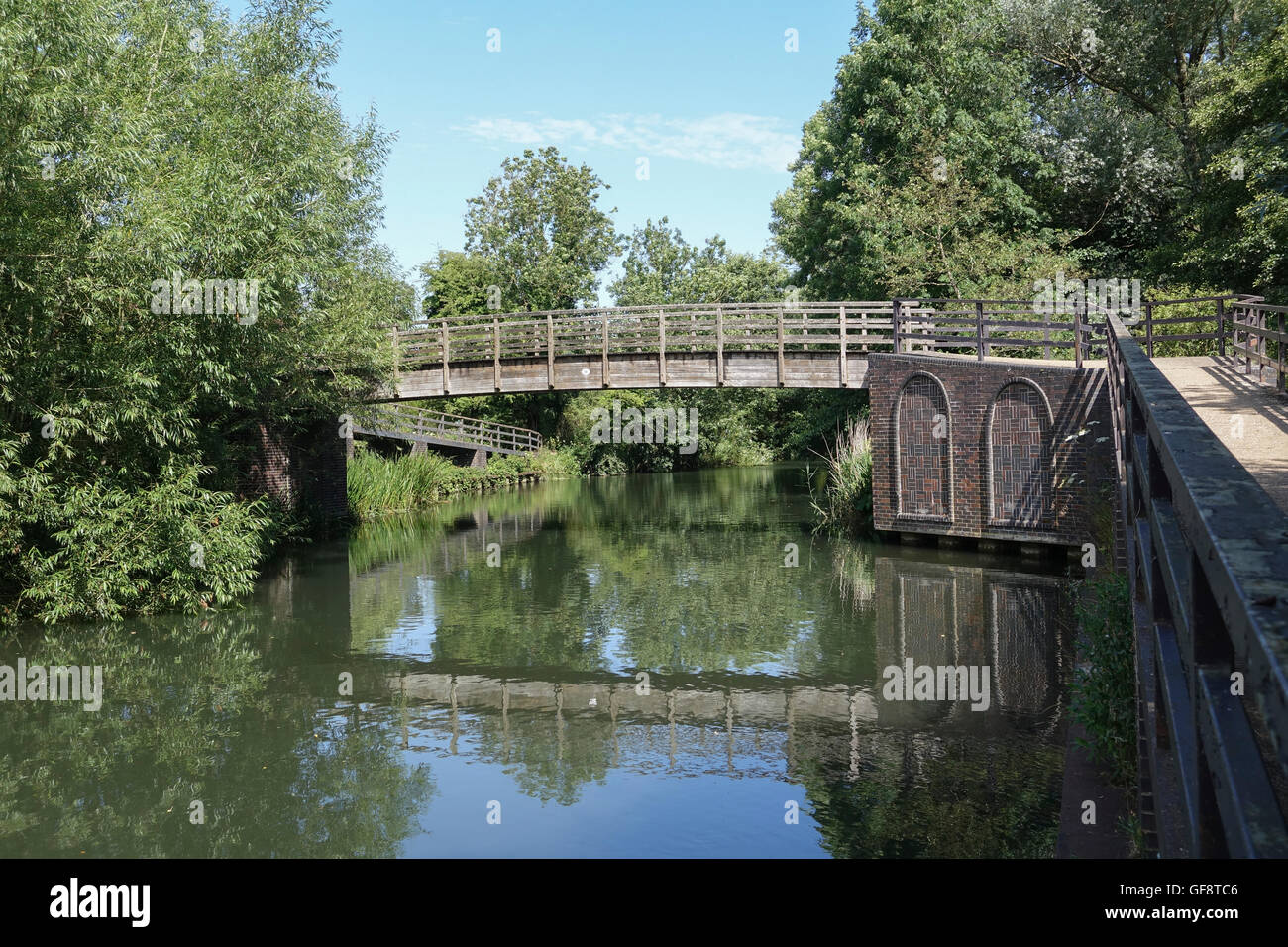 Footbridge over River Kennet near Midgham West Berkshire -2 Stock Photo