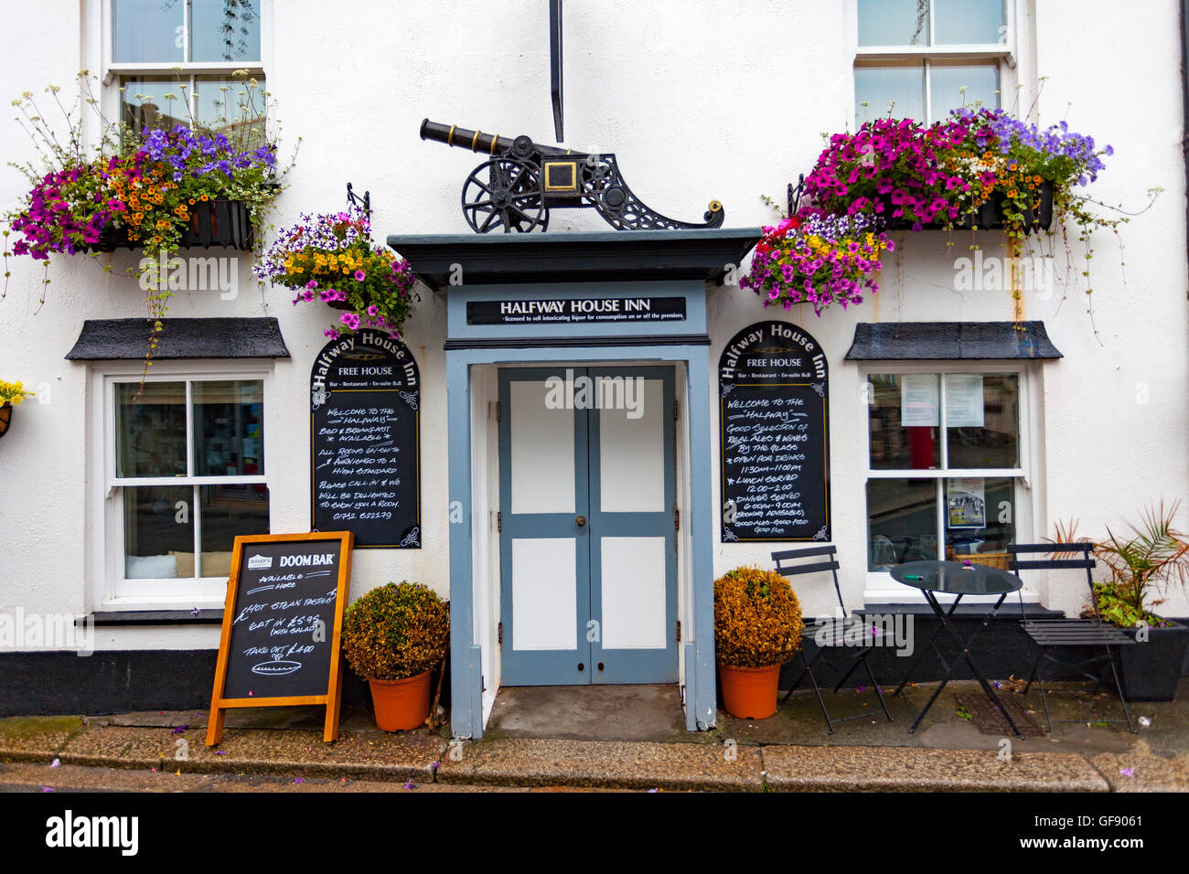 Outside view of entrance to the Halfway House Inn in the picturesque cornish fishing village of Kingsand on the - Stock Image