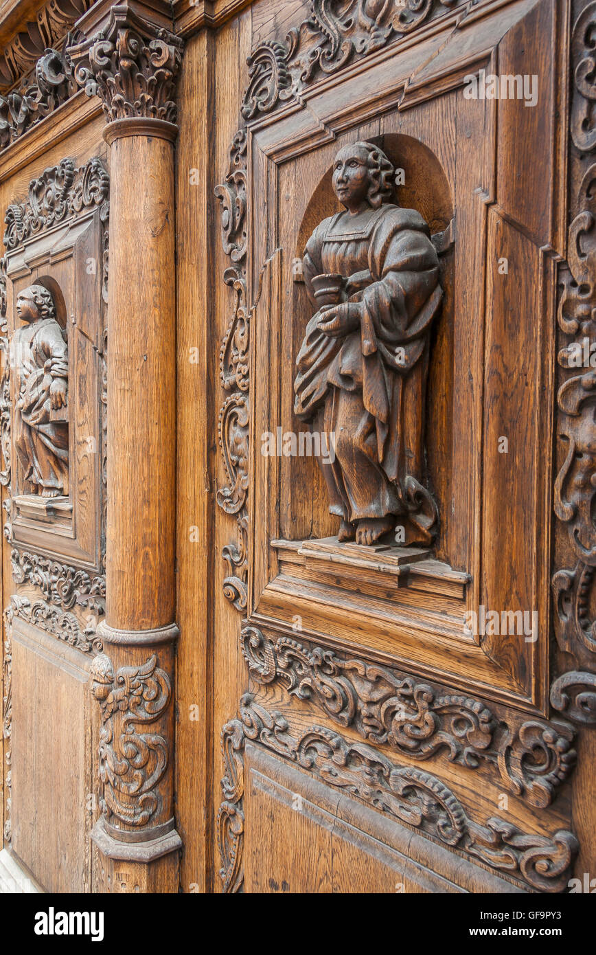 Ancient wooden door in stone building in Tallinn - Stock Image