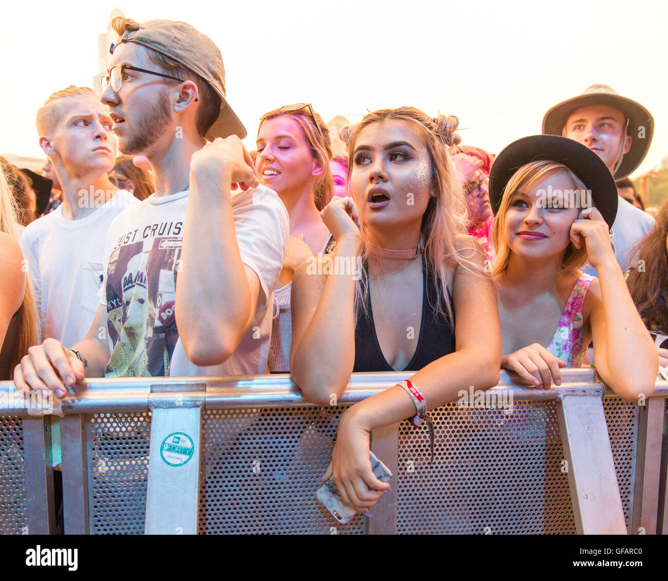 Chicago, Illinois, USA. 29th July, 2016. Music fans enjoy Mo during Lollapalooza Music Festival at Grant Park in - Stock Image