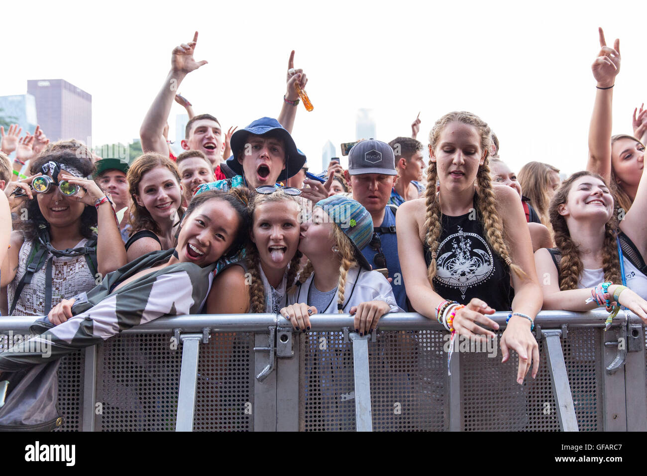 Chicago, Illinois, USA. 29th July, 2016. Music fans enjoy the dance party on Perry's stage during Lollapalooza - Stock Image