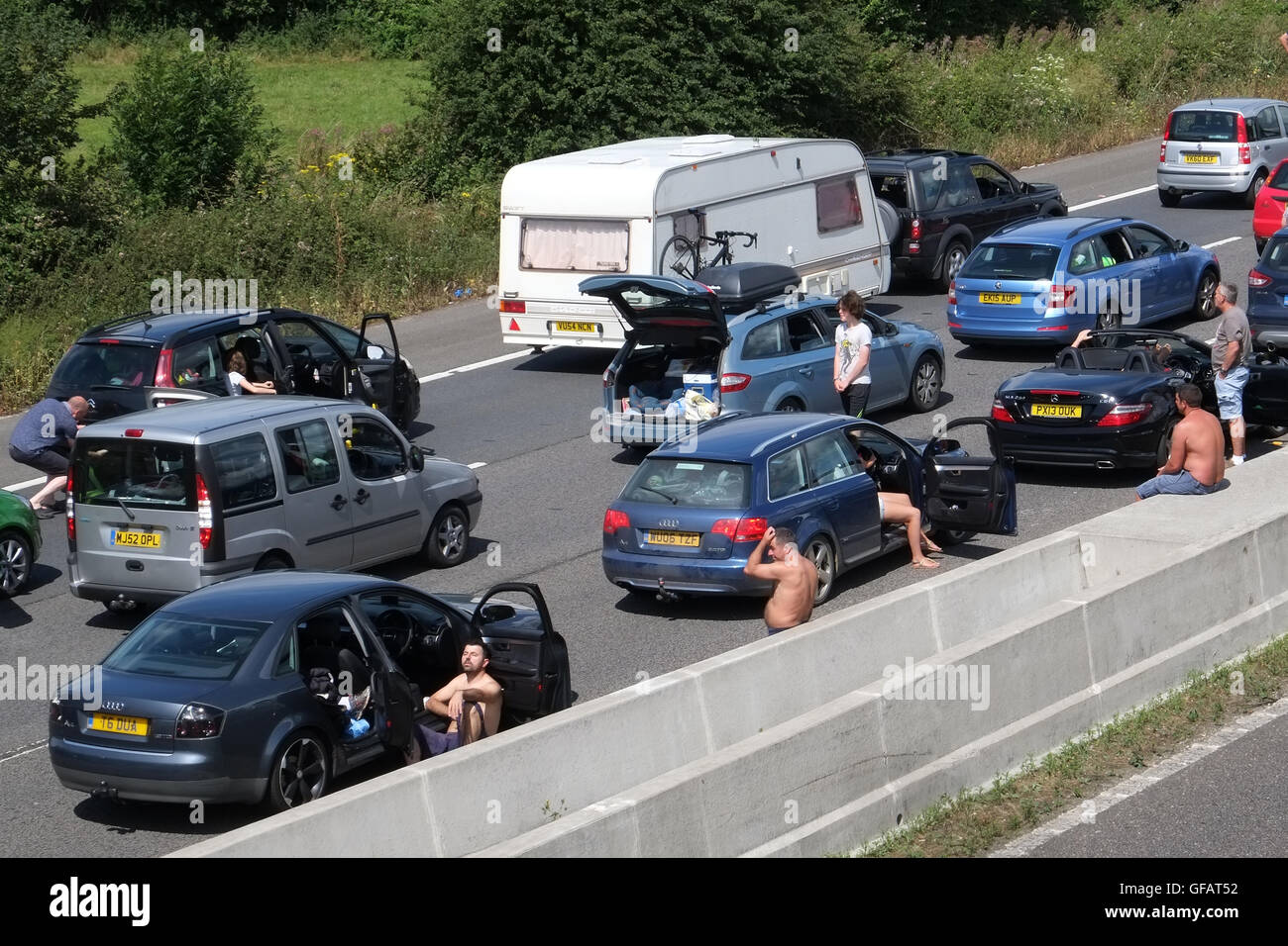 Edingworth, Weston-Super-Mare, Somerset, UK. 30th July, 2016. Long lines of stationary traffic on the M5 motorway Stock Photo