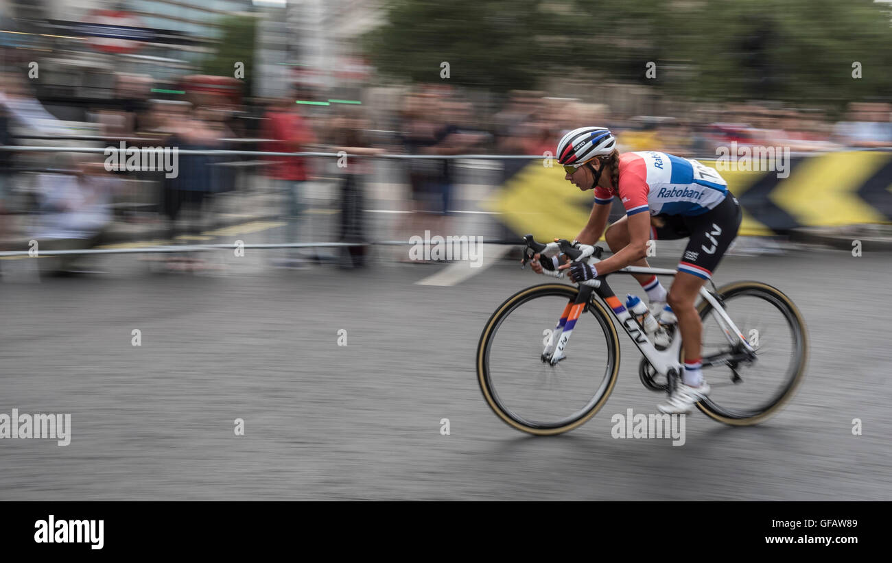 London, UK.  30 July 2016.  Elite women take part in the Classique cycle race in the centre of the capital as part Stock Photo