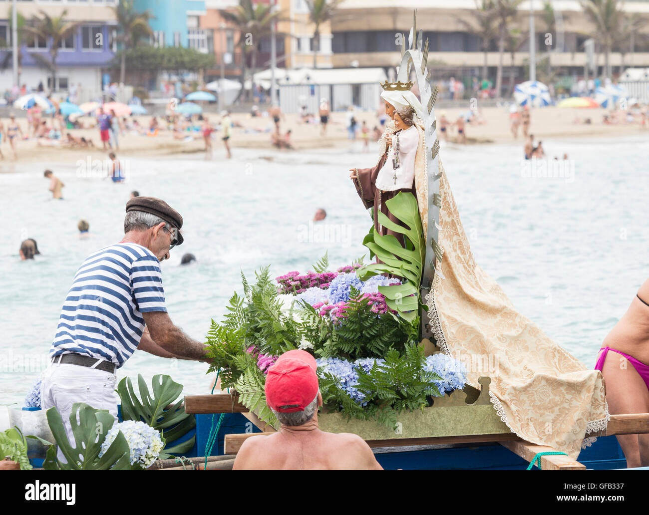 Las Palmas, Gran Canaria, Canary Islands, Spain, 31st July, 2016. Local fishermen and their familes adorn their - Stock Image