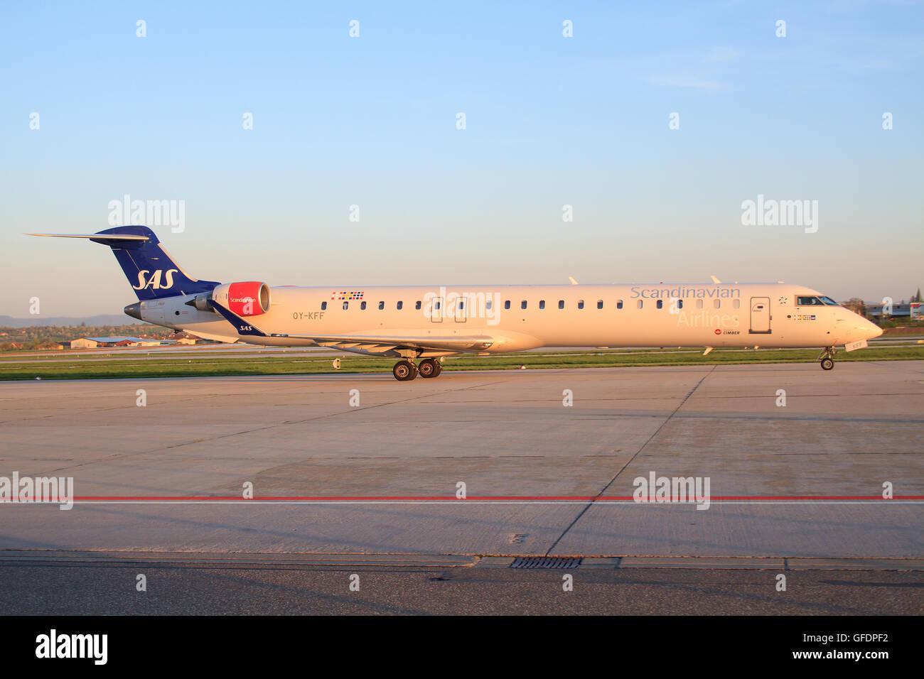 WARSAW, POLAND - JULY 8: SAS Scandinavian Airlines Canadair CL-600-2D24 Regional Jet CRJ-900LR - Stock Image