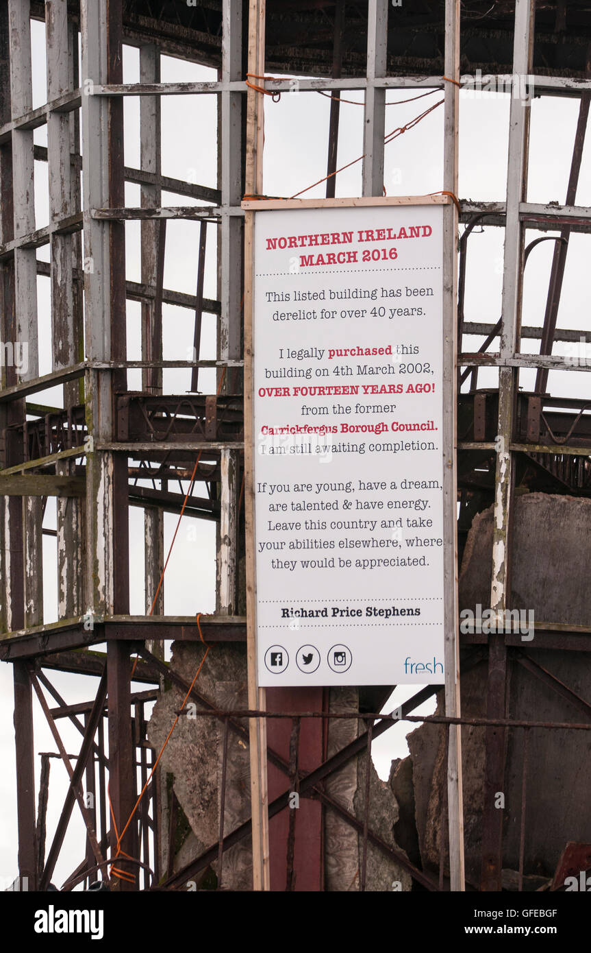 Sign on a listed building in Northern Ireland, protesting against lack of progress on planning issues. - Stock Image