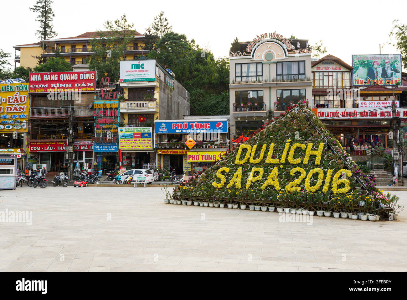 View of Sa Pa town main square. Sa Pa or Sapa, is a frontier township and capital of Sa Pa District in Lào - Stock Image