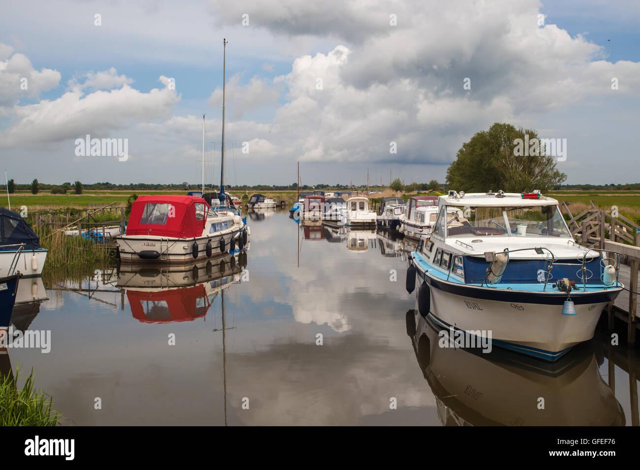 boats on river at hardley quay - Stock Image