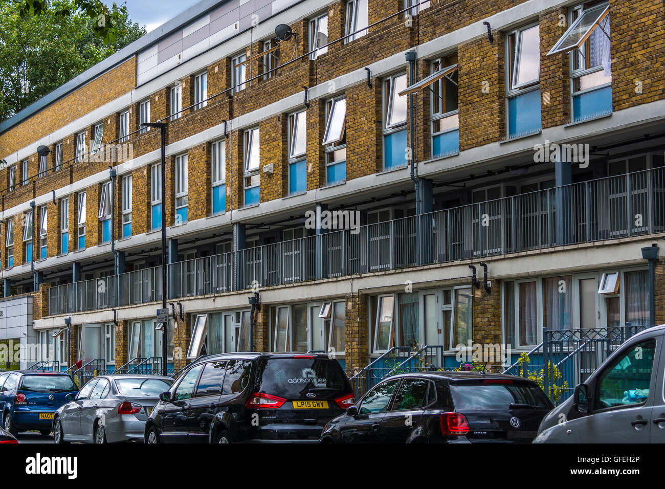 Stockwell Park Road post-war 1960s modernist flats - Stock Image