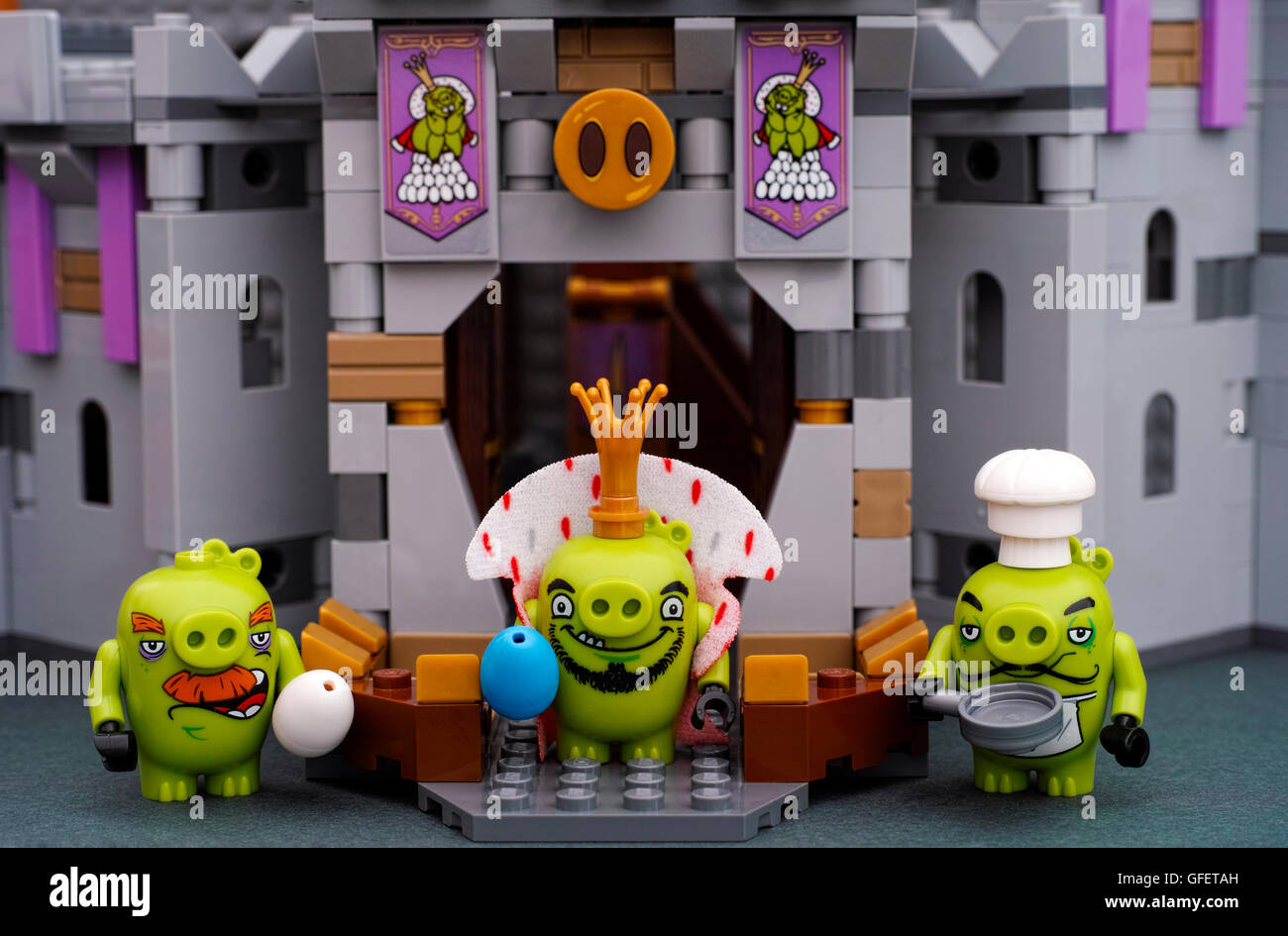 Lego Angry Birds King Pig With Blue Egg Chef Pig With Pan And