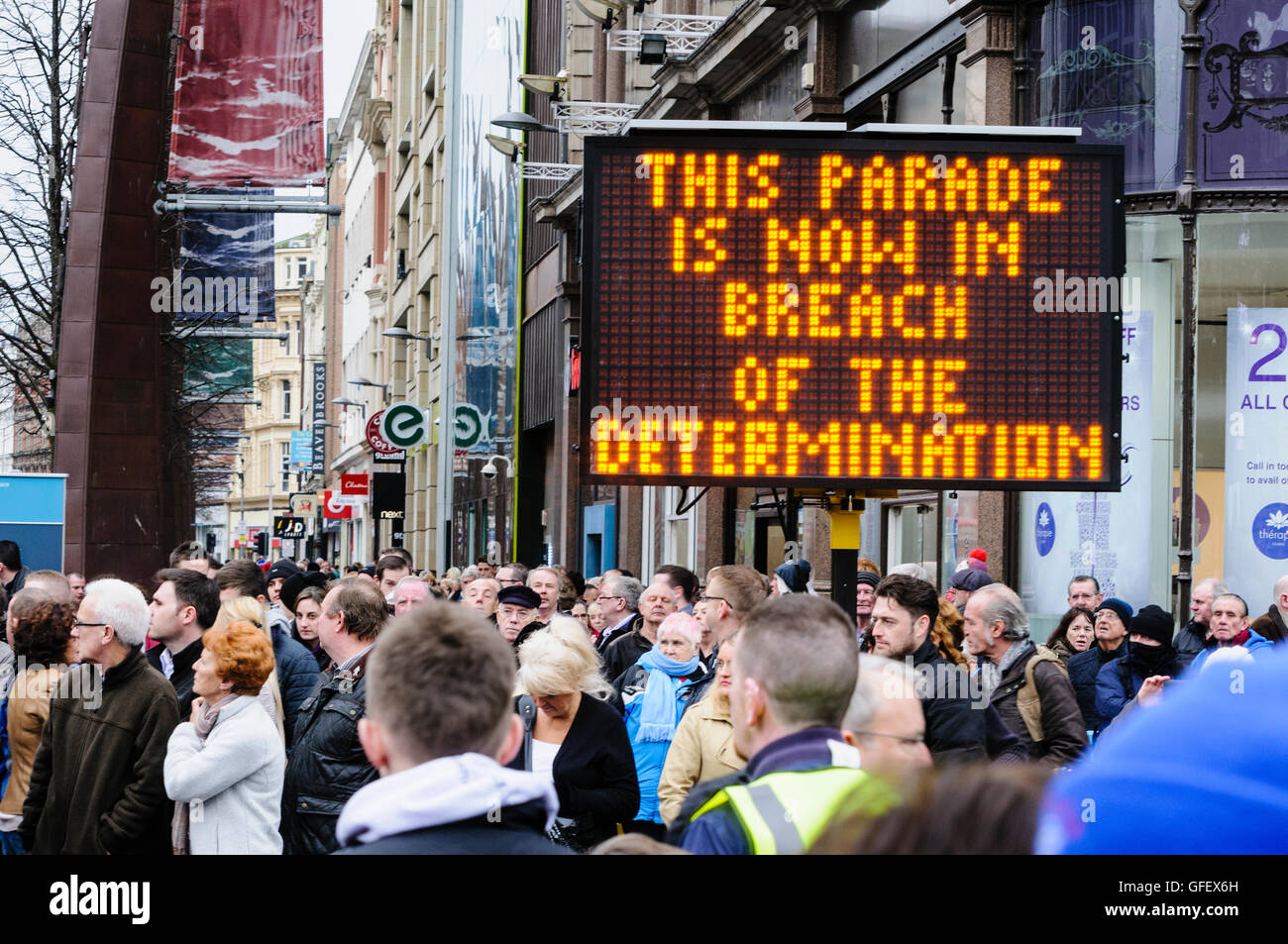 Belfast, Northern Ireland - 30th Nov 2013 - PSNI use illuminated signs to inform protesters that they are therefore - Stock Image