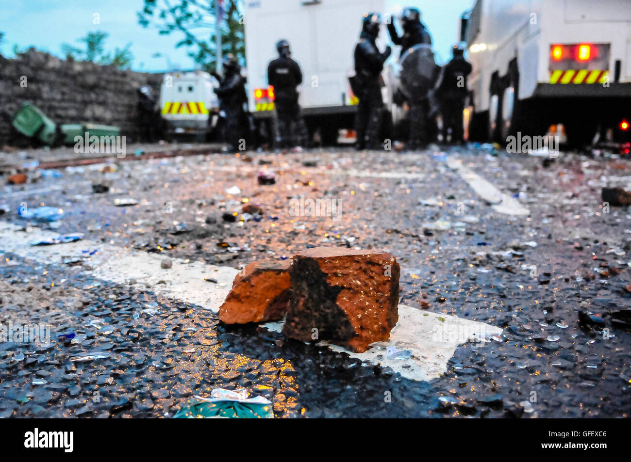 Belfast, Northern Ireland, 12th July 2013 - Loyalists riot on Woodvale Road after not being permitted to parade - Stock Image