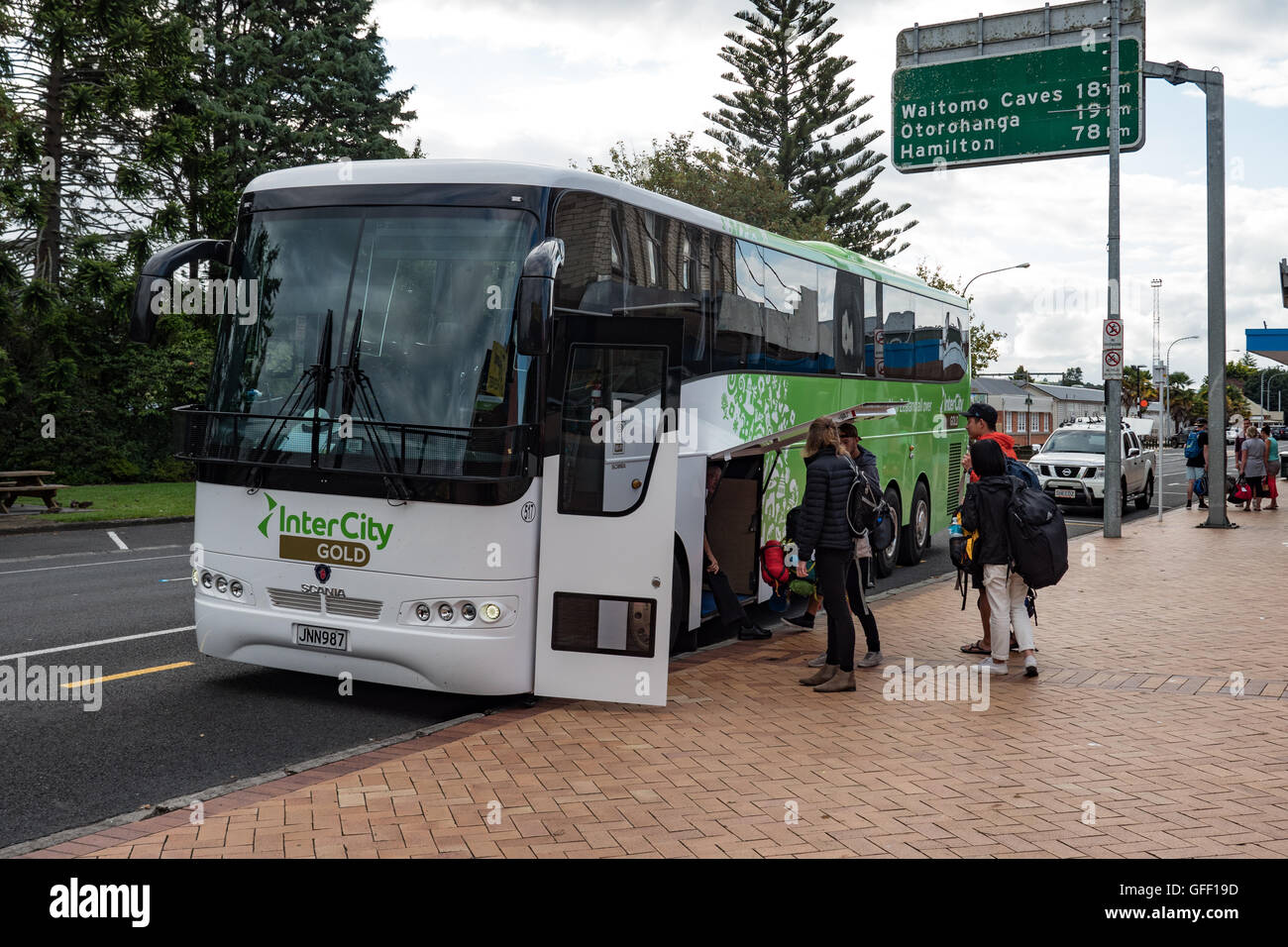 Intercity coach parked at a rest stop Tiffany's Cafe, Te Kuiti, North Island, New Zealand. - Stock Image