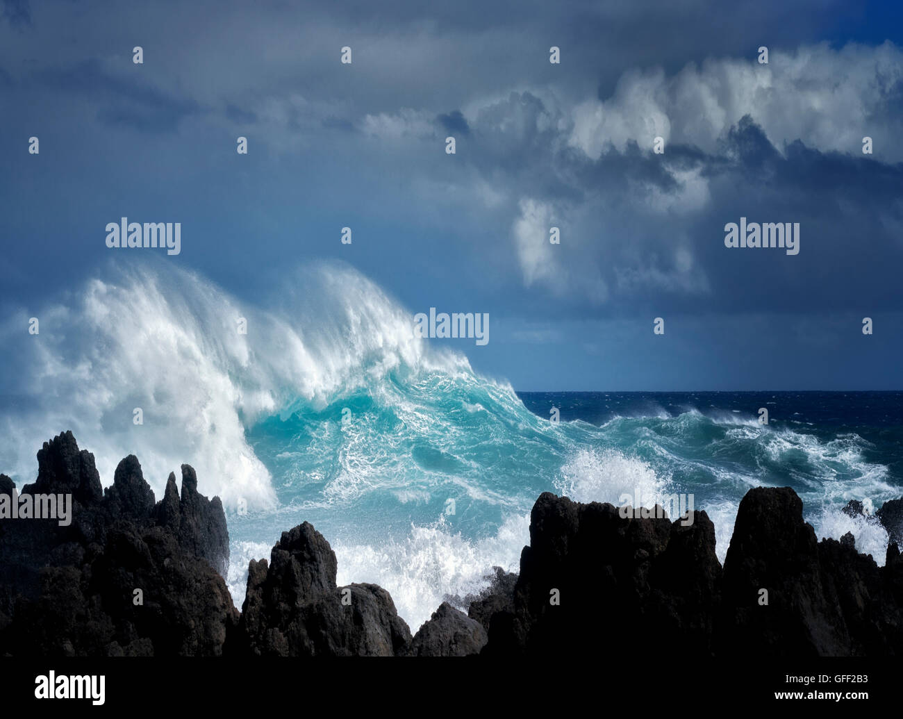 Crashing waves at Laupahoehoe Point. Hawaii, Island. The Big Island. - Stock Image
