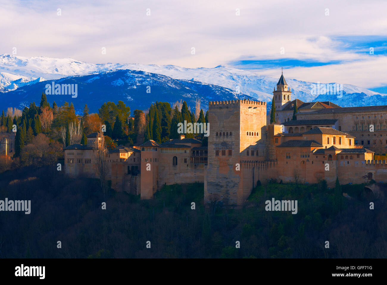 Alhambra, UNESCO World Heritage Site, Sierra Nevada and la Alhambra at Sunset, Granada, Andalusia, Spain. - Stock Image