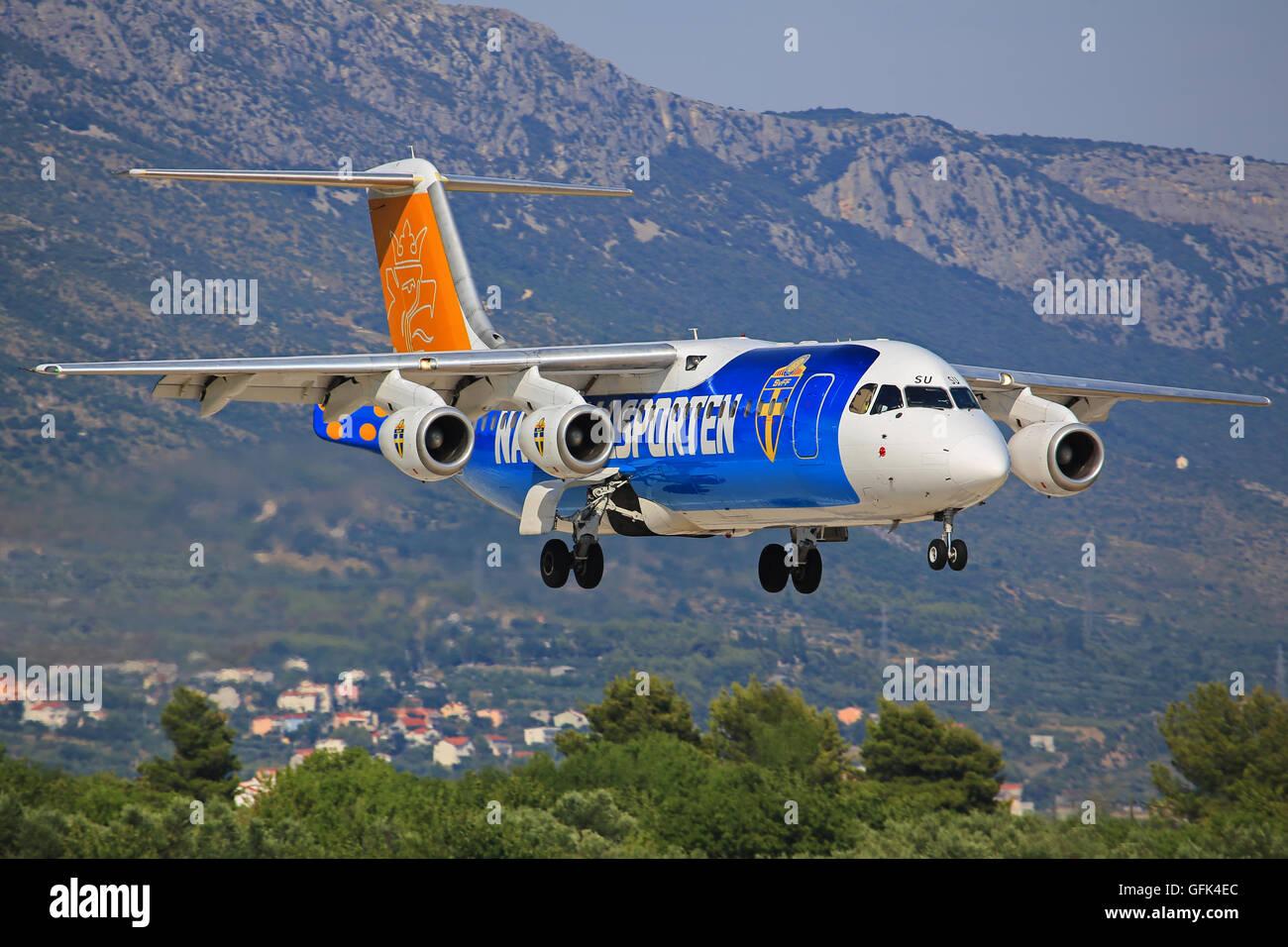 Split/Kroatia July 12, 2015: Malmo Aviation British Aerospace Avro 146-RJ100 on short finals at Splt - Stock Image