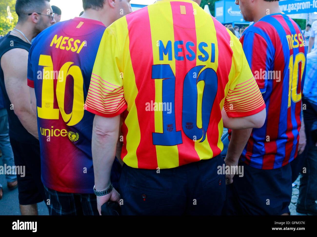 FC Barcelona Fans mit Lionel Messi-Trikots - Impressionen: Fanmeile vor dem Champions League Endspiel, 5. Juni 2015, - Stock Image