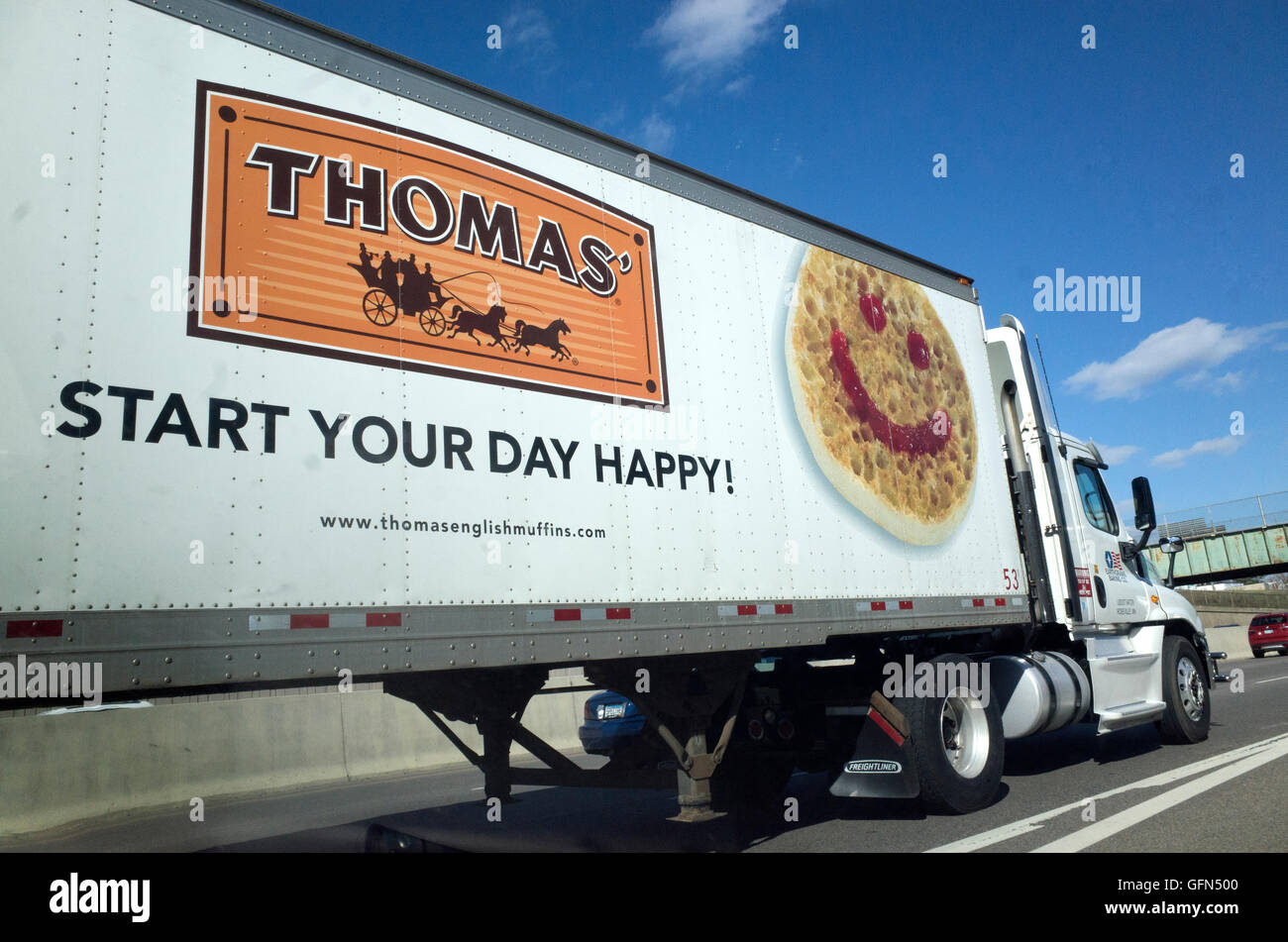 Grinning face emoji on side of Thomas 16 wheel semi truck with the motto: 'Start your day happy'. Minneapolis - Stock Image
