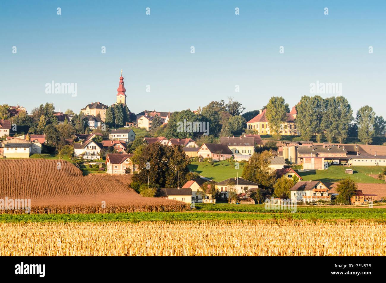 Kirchberg an der Raab: church St. Florian and Schloss Unterkirchberg, Austria, Steiermark, Styria, Steirisches Thermenland - Stock Image
