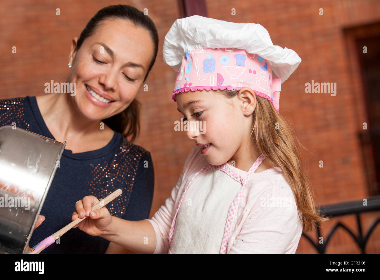 Preparing cupcakes with mom - Stock Image