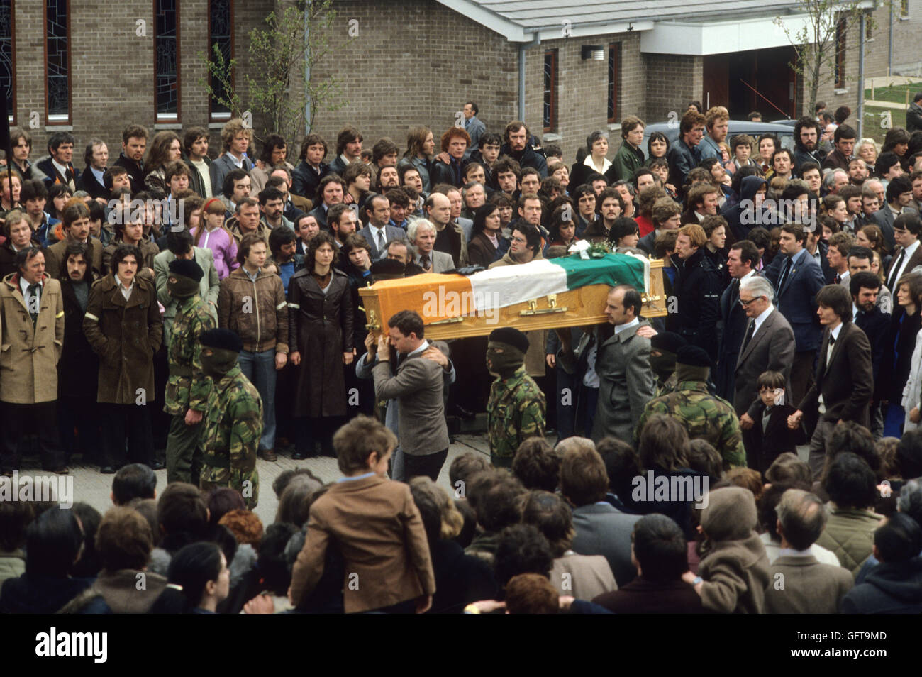 Bobby Sands funeral IRA, coffin carried to church, masked gunmen Belfast  Ireland 1981 His son Gerard  follows behind - Stock Image