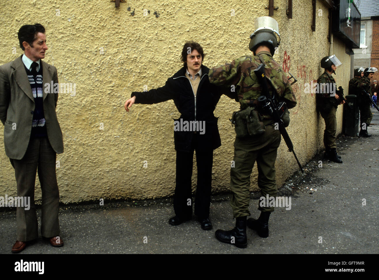 Belfast The Troubles 1980s. British soldiers stop and search. 1981 Northern Ireland. HOMER SYKES - Stock Image