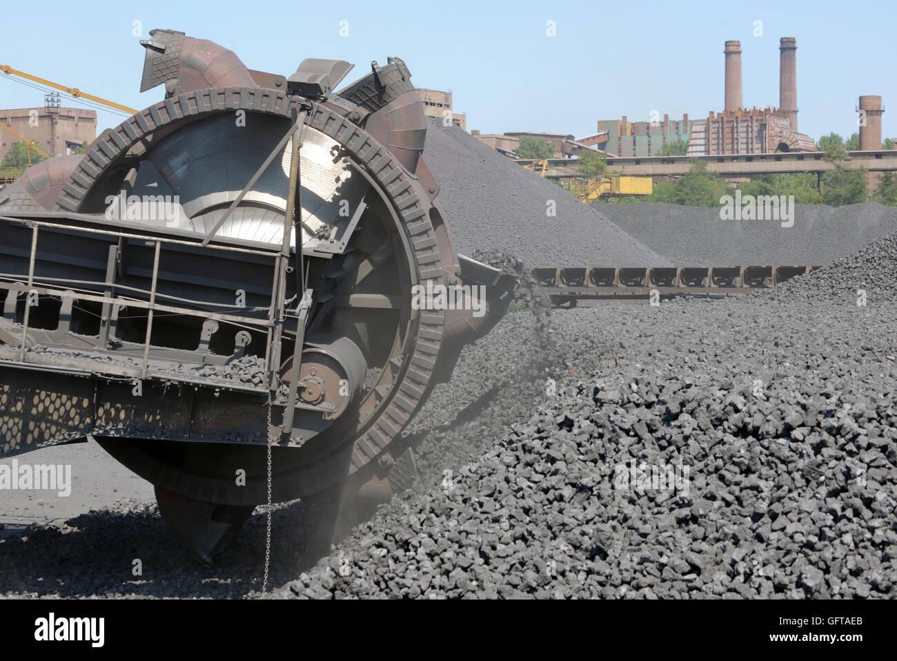 bucket-wheel excavators digging - Stock Image