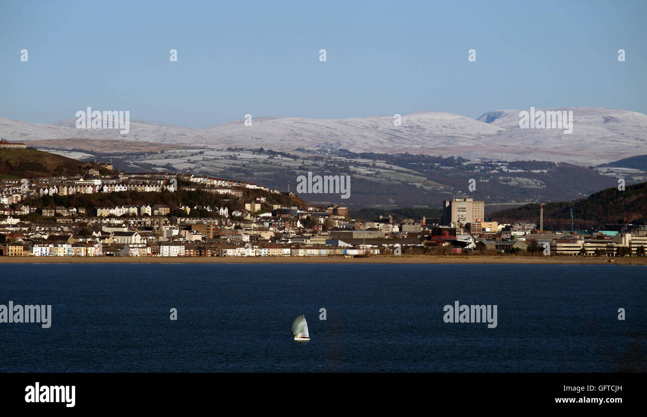 Swansea Bay,  site of Tidal Lagoon, with snow on the distant Brecon Beacons Stock Photo