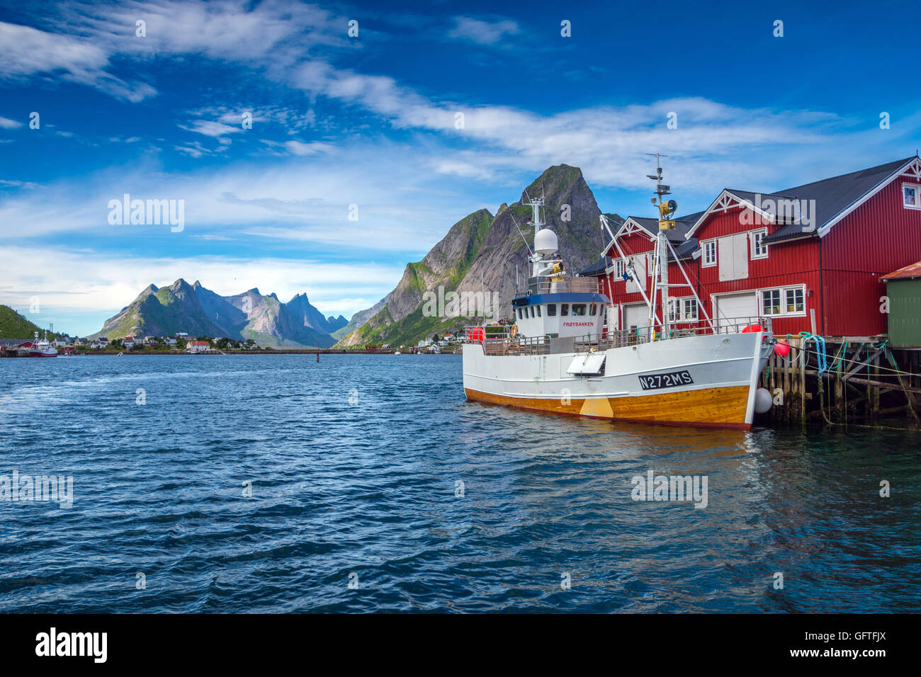 Cod fishing boats, rorbu fishermens cottages, Reine, Lofoten Islands, Norway - Stock Image