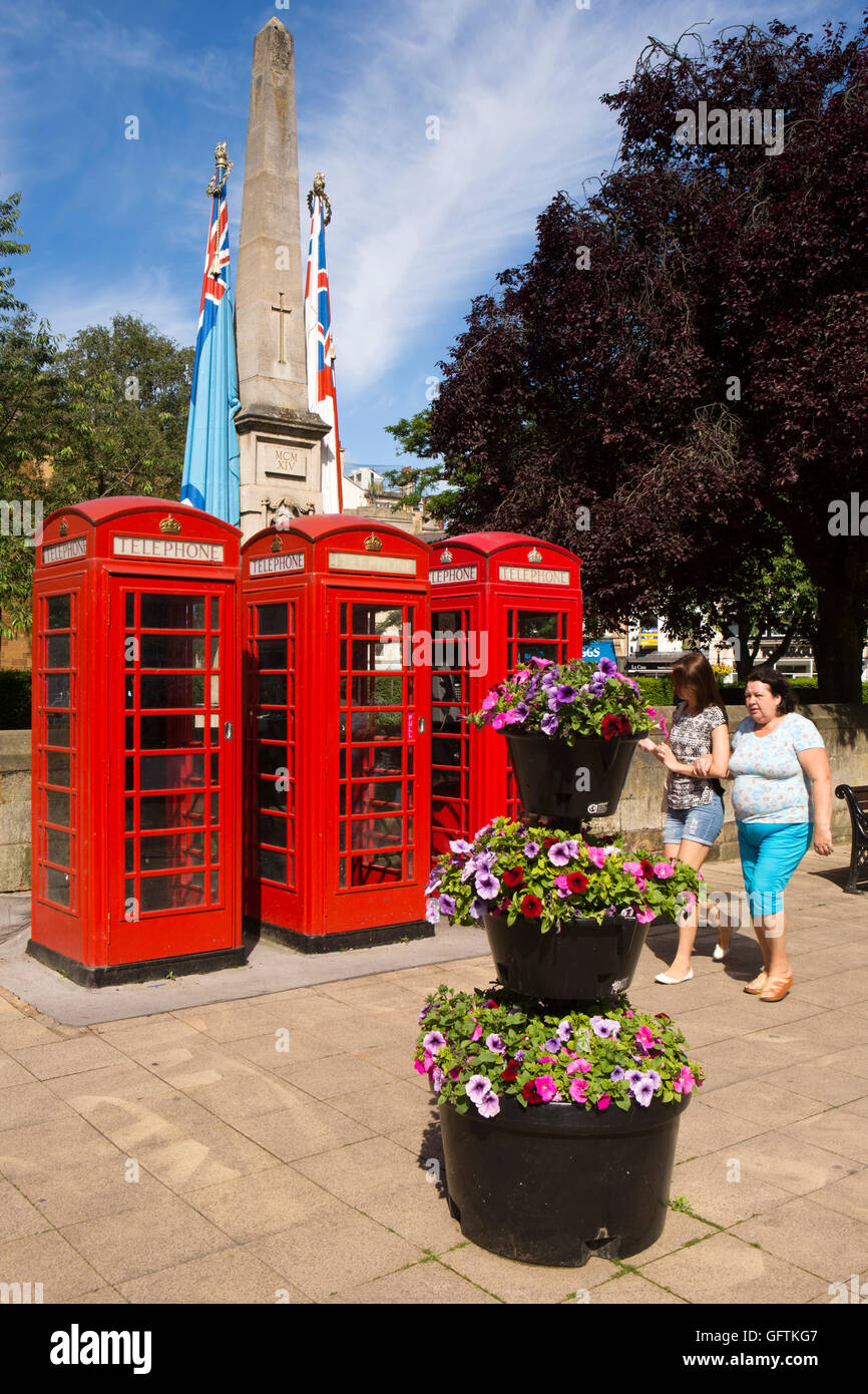 UK, England, Northamptonshire, Northampton, K6 red phone boxes and Lutyens' War Memorial - Stock Image