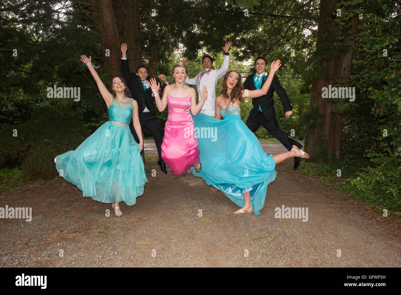 A group of friends on their way to their princess themed high school senior prom. - Stock Image