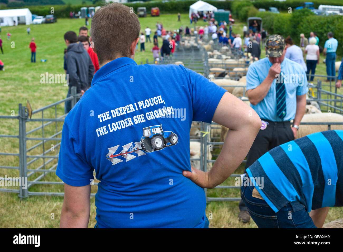 Young farmer in sheep pen with funny slogan on his tee shirt at Gwenddwr Show, Gwenddwr, near Builth Wells, Powys, - Stock Image