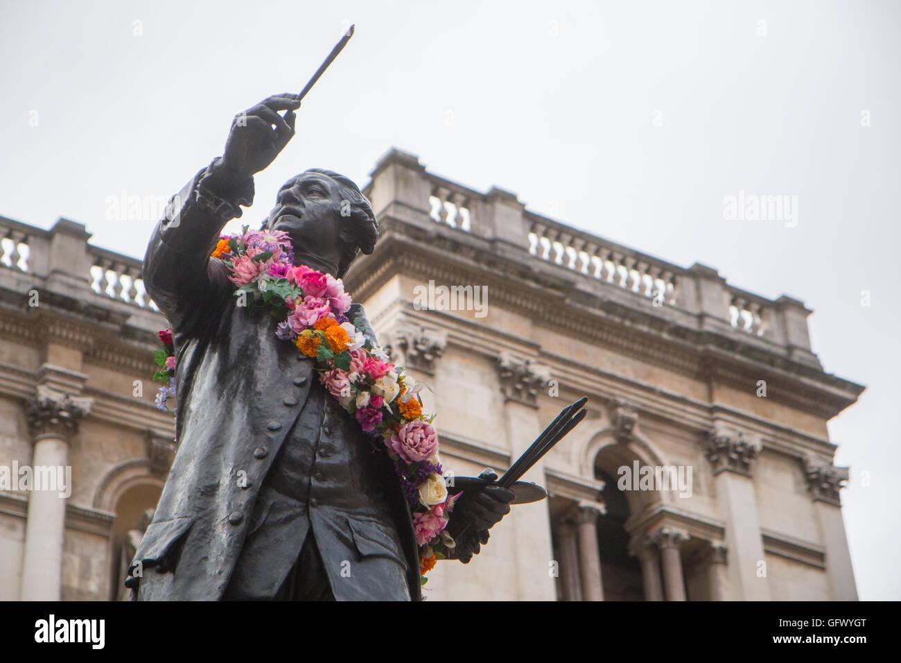 Statue of Joshua Reynolds at Burlington House (Royal Academy) - Stock Image