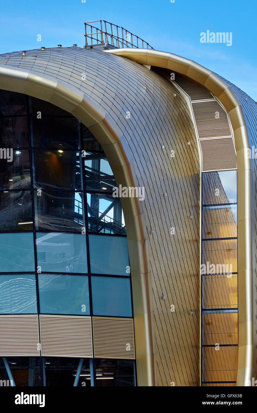 Leeds train station Southern Entrance Roof of gold-coloured anodized aluminium shingles and curves of iconic building - Stock Image