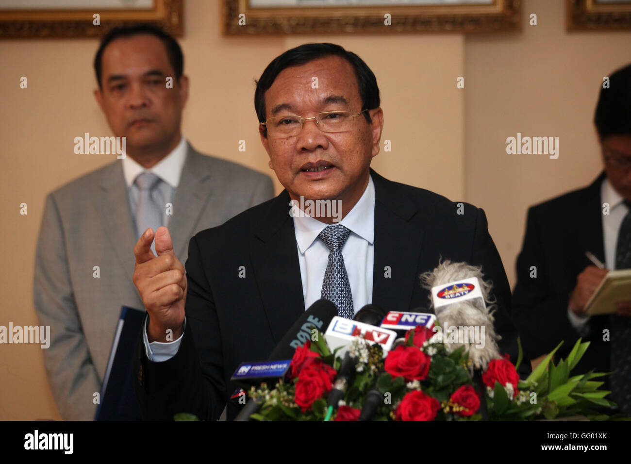 (160802) -- PHNOM PENH, Aug. 2, 2016 (Xinhua) -- Cambodian Foreign Minister Prak Sokhonn speaks during a press conference - Stock Image