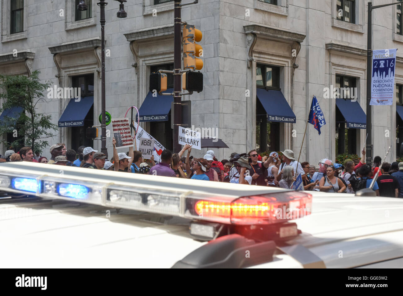 Bernie Sanders protestors rally peacefully behind police protection - Stock Image