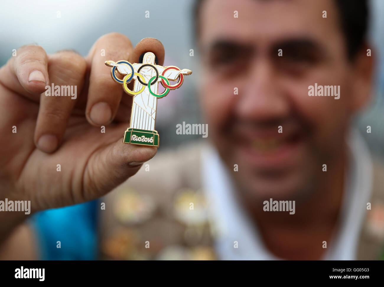 Barra, Rio de Janeiro, Brazil. 02nd Aug, 2016. Olympic pin trader Johnny Ioanidis of Greece presents a small replica - Stock Image
